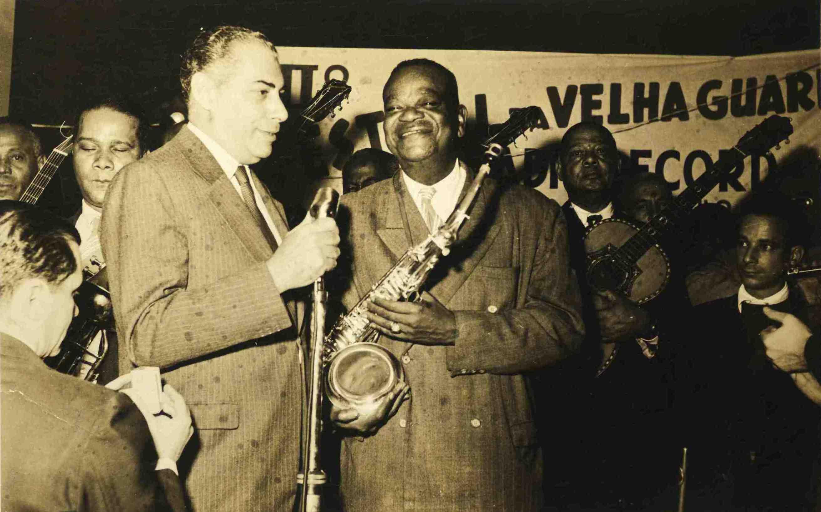 Almirante e Pixinguinha. II Festival da Velha Guarda, transmitido pela Rádio Record. São Paulo, 1955 (MIS_Alm_116757 / Acervo Almirante / MIS-RJ)