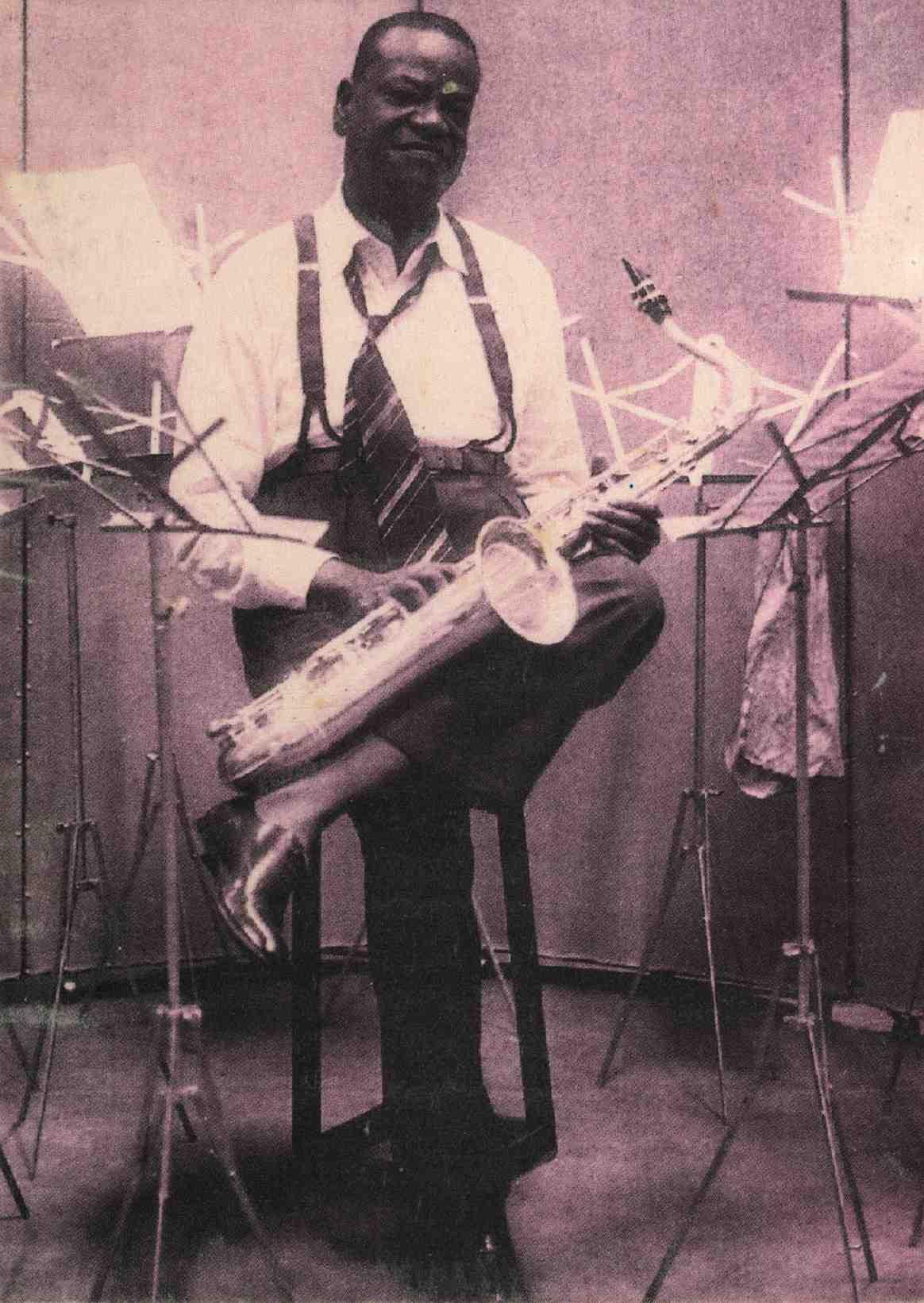 Pixinguinha no estúdio da gravadora RCA Victor. Rio de Janeiro, 1951 circa (IMS_PIX_A05F36P11 / Acervo Pixinguinha / IMS)