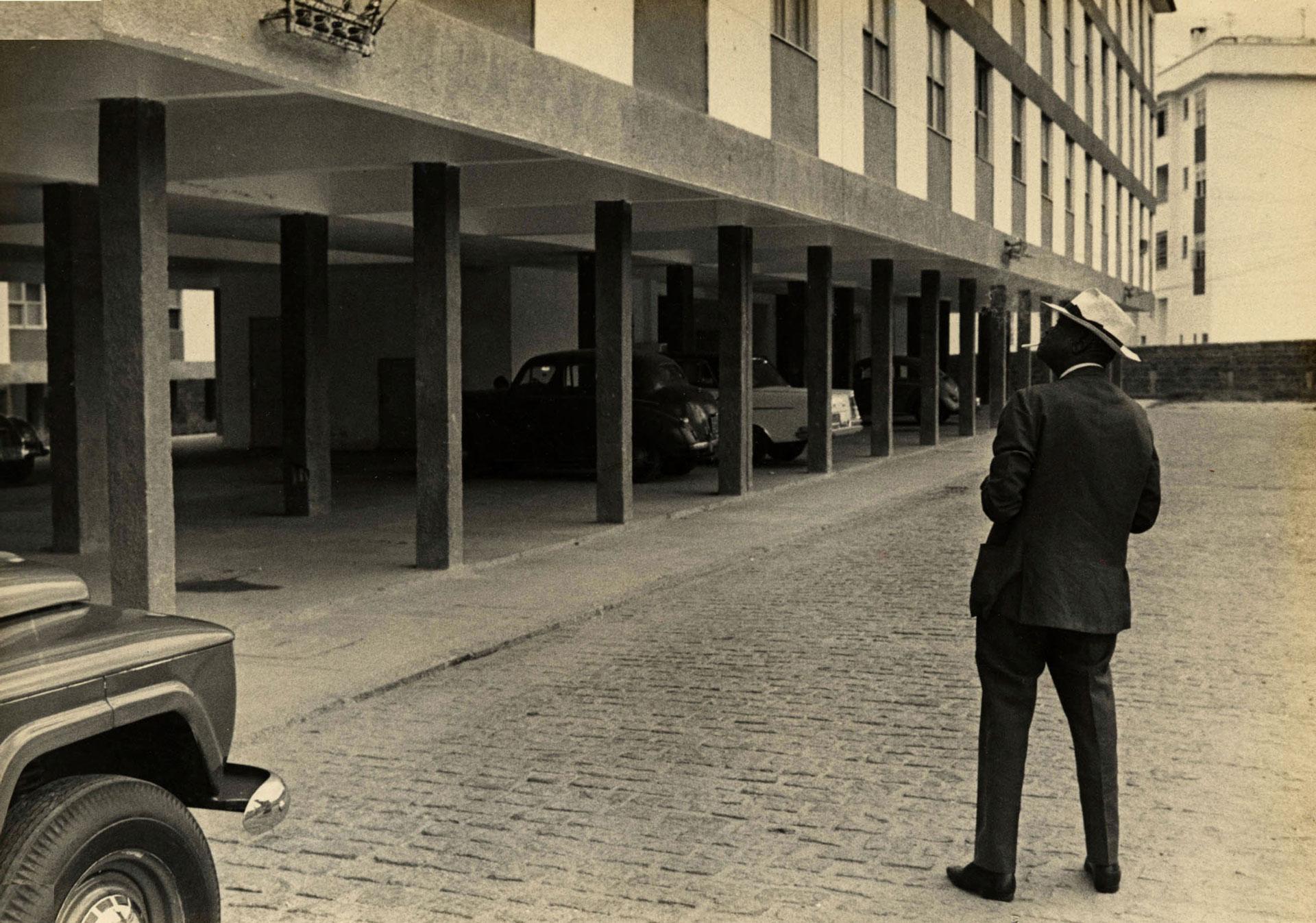 Pixinguinha no Conjunto dos Músicos, em Inhaúma, onde morou a partir de 1970. Rio de Janeiro (IMS_PIX_A01F47P10 / Acervo Pixinguinha / IMS)
